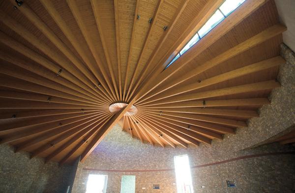 Soffitto In Legno Lamellare : Copertura in legno lamellare chiesa cristo risorto rodengo saiano